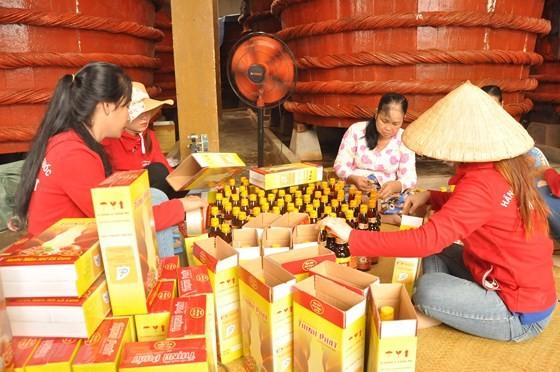 Traditional fish sauce producion in Phu Quoc (Photo: SGGP)