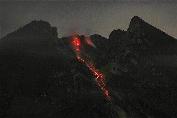 Lava erupted from Indonesia' Mount Merapi on February 7 (Photo: AFP/VNA)