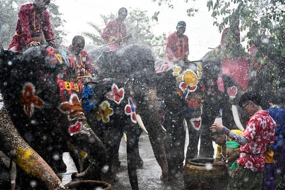 People celebrated Songkran holiday in Ayutthaya, Thailand on April 11 (Photo: AFP/VNA)