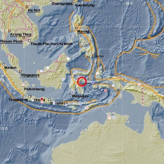A strong 6.8 magnitude earthquake rocked off Indonesia's Sulawesi province on April 12 (Photo: mirror.co.uk)