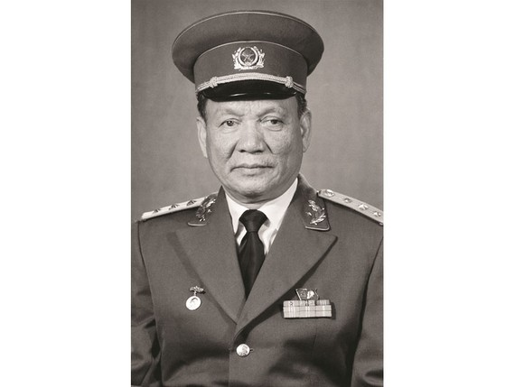 Former President and Politburo member Le Duc Anh