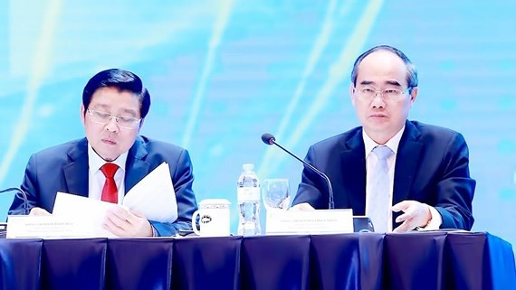 HCMC Party Committee Leader Nguyen Thien Nhan (R) at the the Vietnam Private Sector Economic Forum 2019 held in Hanoi on May 2 (Photo:  SGGP)