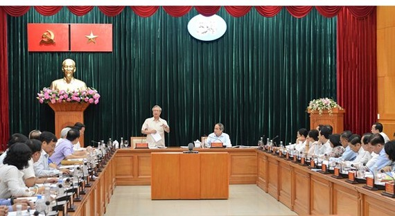 Mr. Tran Quoc Vuong, Politburo member and permanent member of the Communist Party of Vietnam (CPV) Central Committee's Secretariat delivers a speech at the working session with HCMC Party Committee on May 4 (Photo: SGGP)