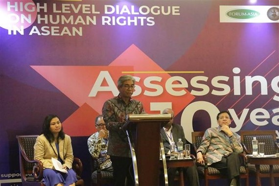 Deputy Minister of Foreign Affairs of Indonesia M. Fachir speaks at the event (Photo: VNA)