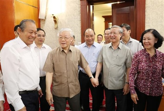 Party General Secretary and President Nguyen Phu Trong (second from left) at the meeting (Photo: VNA)