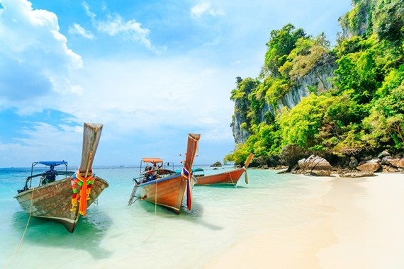 Long-tail boat on the white beach at Phuket, Thailand. (Photo: Shutterstock)
