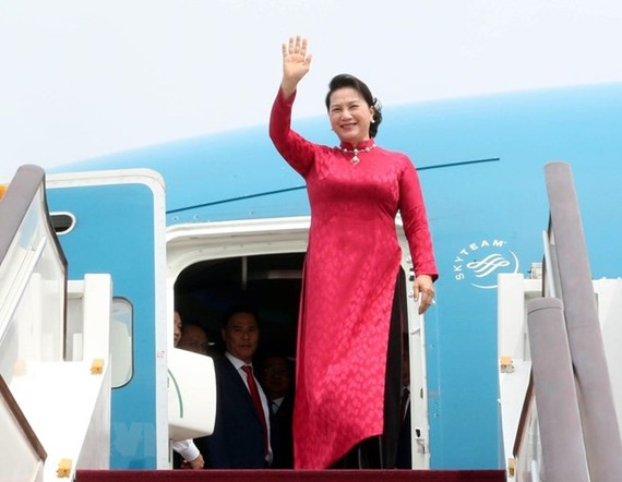 Chairwoman of the National Assembly Nguyen Thi Kim Ngan arrives in Beijing at noon on July 10 (Photo: VNA)