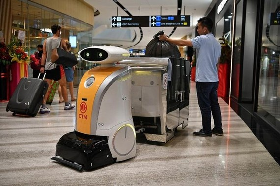 A robot deployed at Jewel Changi Airport (Source: The Straitstimes)