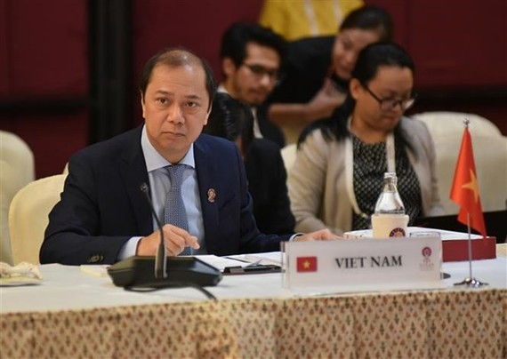 Deputy Foreign Minister Nguyen Quoc Dung leads the Vietnamese delegation to the ASEAN Senior Officials' Meeting (SOM) in Bangkok, Thailand, on July 29 (Photo: VNA)