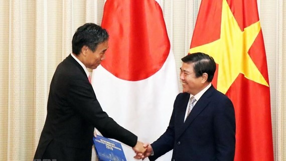 Chairman of the Ho Chi Minh City People's Committee Nguyen Thanh Phong (right) and Nagano's Governor Shuichi Abe (Photo: VNA)
