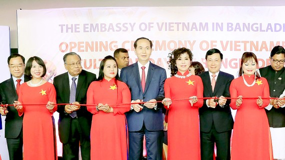 Chủ tịch nước Trần Đại Quang cắt băng khai mạc Những ngày Văn hóa Việt Nam tại Bangladesh
