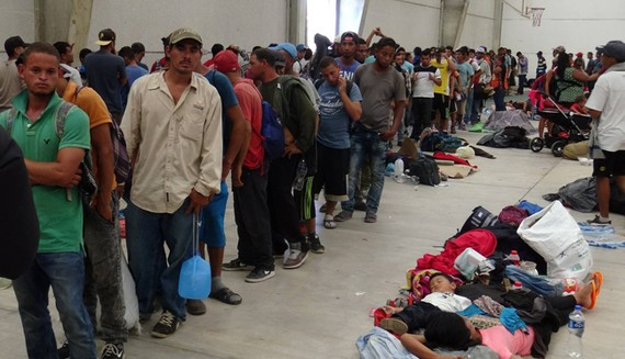 Người di cư tập trung ở Ixtepec, bang Oaxaca, Nam Mexico, trong đoàn caravan hướng đến biên giới Mỹ, ngày 28-4-2018. REUTERS