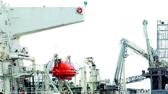 Iran lên kế hoạch bảo vệ hoạt động xuất khẩu dầu. Ảnh: Reuters