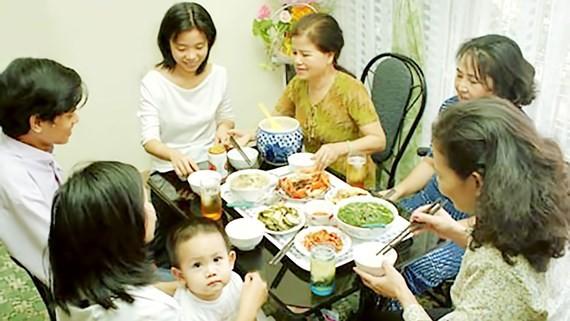 Bữa ăn ấm cúng giúp tình cảm gia đình bền chặt