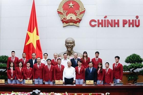 Thủ tướng Chính phủ Nguyễn Xuân Phúc gặp gỡ, chúc mừng đoàn thể thao Việt Nam dự SEA Games 29-2017. Ảnh tư liệu