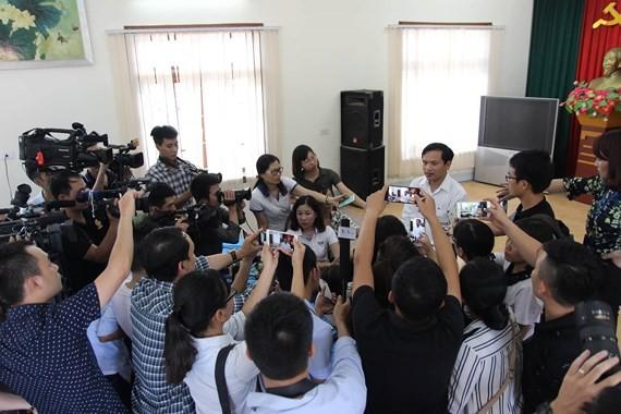 Ông Mai Văn Trinh, Cục trưởng Cục quản lý chất lượng, Bộ GD-ĐT, Tổ trưởng Tổ công tác xác minh nghi vấn điểm thi ở Sơn La trả lời phỏng vấn báo chí