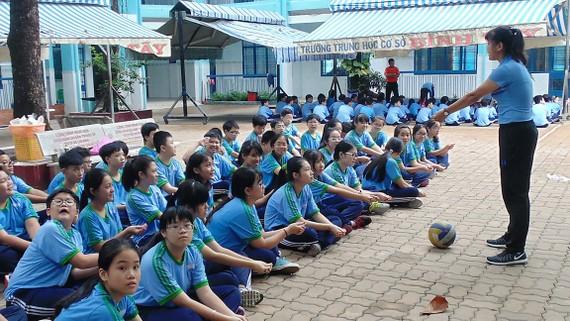 Giờ học giáo dục thể chất của một trường THCS tại TPHCM