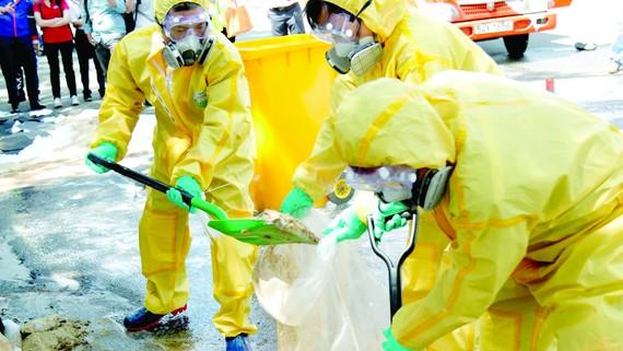 Diễn tập ứng phó với sự cố tràn hóa chất trong khu công nghiệp