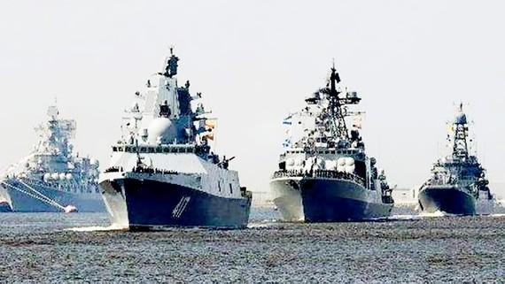 Tàu chiến Nga tập trung tại Địa Trung Hải, tạo thành hạm đội đông nhất ở ngoài khơi Syria.  Ảnh: SPUTNIK