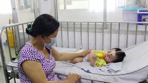 Một bệnh nhi được điều trị tại BV Nhi đồng 1 TPHCM