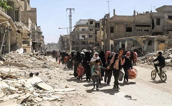Người dân sơ tán khỏi một thị trấn ở Đông Ghouta, Syria