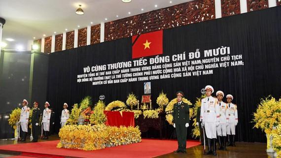 Lễ viếng nguyên Tổng Bí thư Đỗ Mười được cử hành trọng thể tại Nhà tang lễ quốc gia. Ảnh VIẾT CHUNG