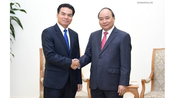 Thủ tướng Nguyễn Xuân Phúc tiếp Bộ trưởng, Chủ nhiệm Văn phòng Phủ Thủ tướng Lào Phet Phomphiphak. Ảnh: VGP/Quang Hiếu