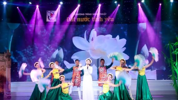 """""""Đất nước tình yêu"""" lần 3 - món quà âm nhạc mừng ngày Phụ nữ Việt Nam"""