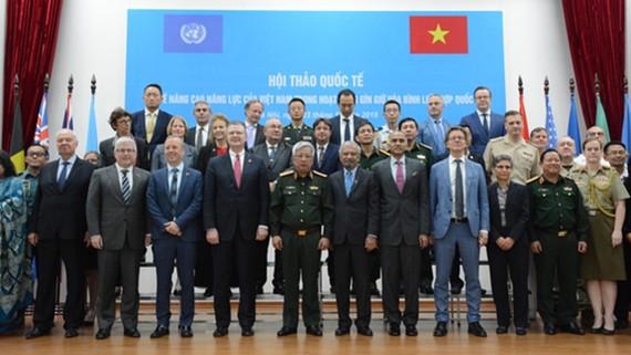 Các đại biểu tại hội thảo
