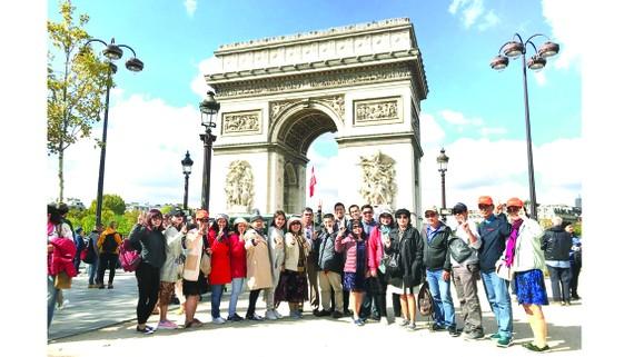 Đoàn khách TST tourist khám phá châu Âu