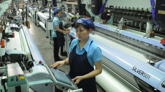 Dệt xuất khẩu tại một đơn vị trong nước. Ảnh: CAO THĂNG