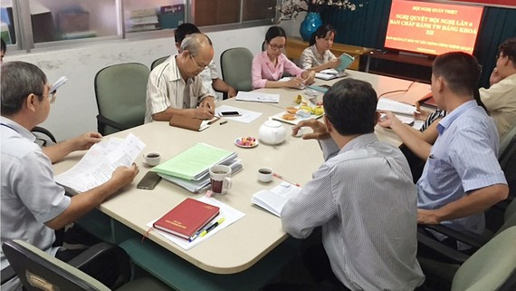 Nâng cao chất lượng sinh hoạt chi bộ (như Chi bộ Ban Quản lý Đầu tư Xây dựng Công trình quận 2 trong ảnh) là giải pháp nâng cao chất lượng đội ngũ đảng viên