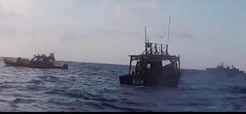 Tàu khu trục Gwanggaeto the Great của Hàn Quốc thực hiện nhiệm vụ cứu hộ một tàu Triều Tiên trôi giạt trên biển Nhật Bản, ngày 20-12-2018. Ảnh: Yonhap/TTXVN