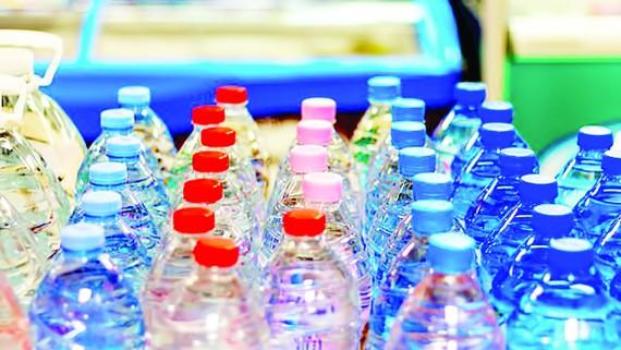 Nhật Bản cấm sử dụng đồ nhựa tại căn tin các cơ quan chính phủ