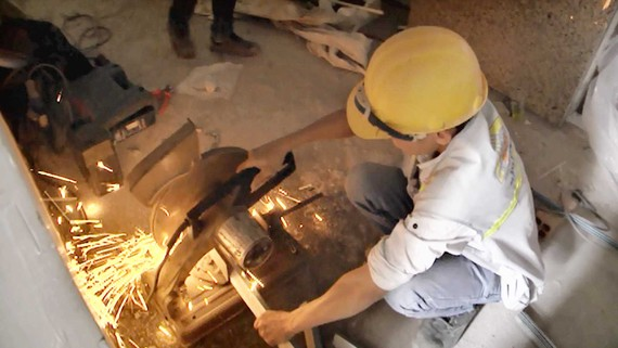 Hàn cắt kim loại có nguy cơ gây hỏa hoạn tại các cơ sở đang thi công, sửa chữa