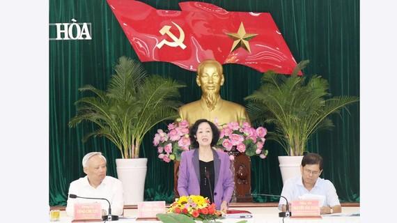 Đồng chí Trương Thị Mai, Ủy viên Bộ Chính trị, Bí thư Trung ương Đảng, Trưởng ban Dân vận Trung ương, Thường trực Tiểu ban Văn kiện phát biểu tại buổi làm việc. Ảnh: TTXVN