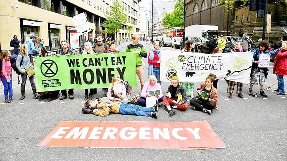 Các nhóm bảo vệ môi trường tuần hành chống biến đổi khí hậu tại London