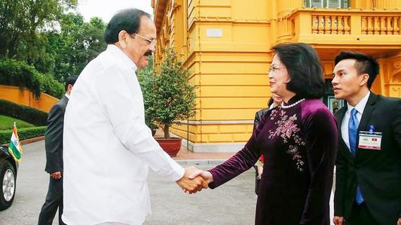 Phó Chủ tịch nước Đặng Thị Ngọc Thịnh đón tiếp Phó Tổng thống Ấn Độ Venkaiah Naidu