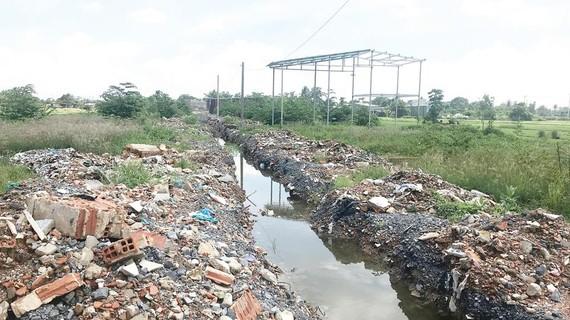 Dự án phân lô trái phép tại đường vào cầu Ba Phụ sau khi bị cơ quan chức năng cưỡng chế