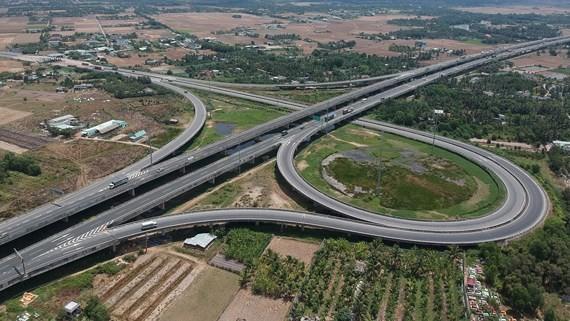 Điểm cuối đường Vành đai 3 kết nối tại thị trấn Bến Lức, tỉnh Long An. Ảnh: CAO THĂNG
