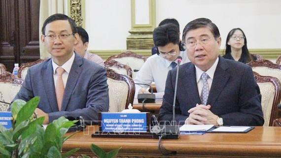 Đồng chí Nguyễn Thành Phong, Chủ tịch UBND TPHCM phát biểu tại buổi làm việc
