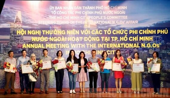 Các tập thể nhận Bằng khen của UBND TPHCM