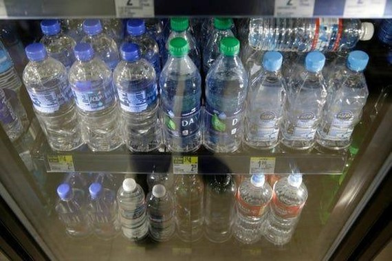 Sân bay quốc tế San Francisco cấm bán các loại chai nhựa dùng một lần từ 20-8. Ảnh: AP