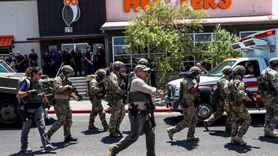 Hiện trường vụ xả súng ngày 3-8 (giờ địa phương) tại một  siêu thị Wal-Mart ở thành phố El Paso, bang Texas, Mỹ.