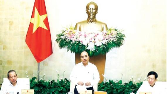 Thủ tướng Nguyễn Xuân Phúc chủ trì Phiên họp  Chính phủ chuyên đề xây dựng pháp luật.  Ảnh: TTXVN