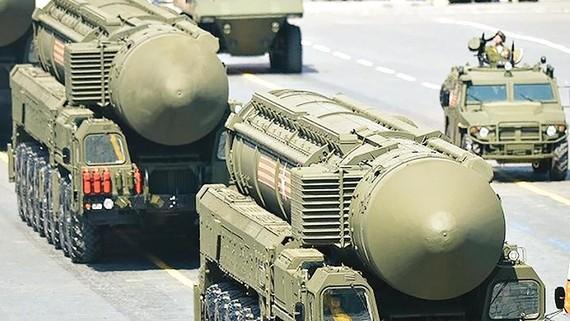 Tên lửa đạn đạo liên lục địa của Nga trong một cuộc diễu binh