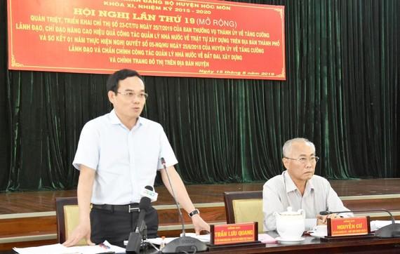Phó Bí thư Thường trực Thành ủy TPHCM Trần Lưu Quang  phát biểu tại hội nghị ở huyện Hóc Môn