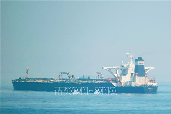 Tàu chở dầu Grace 1 của Iran tại khu vực ngoài khơi Gibraltar ngày 15/8. Ảnh: AFP/TTXVN