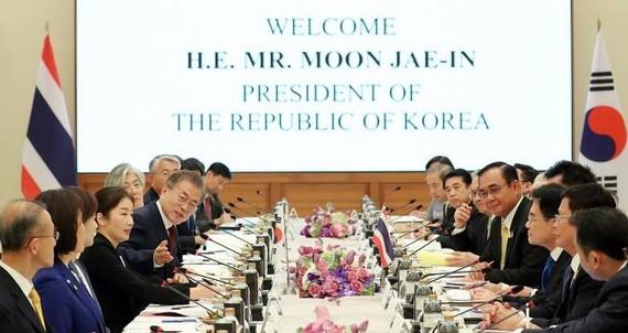 Tổng thống Moon Jae-in đã đề cập tới chính sách hướng Nam mới của Seoul và sáng kiến Thái Lan 4.0 của Bangkok. Ảnh: Yonhap