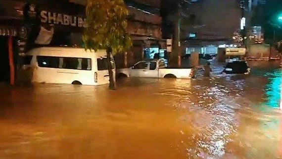 Lũ lụt xảy ra ở huyện Muang ở tỉnh Roi Et. Ảnh: thephuketnews.com